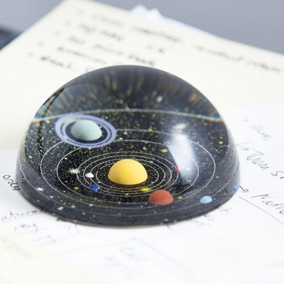 Kosmiczny Przycisk do Papieru